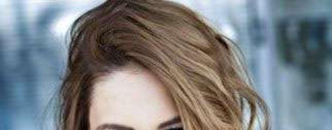 Miss Turquía - Çal Özge Özkul. Nació en Ankara el 27 de septiembre de 1988. Estudió economía en la Universidad de Ankara y trabaja como modelo profesional. Mide 1.81 metros de estatura. Su cabello es castaño y sus ojos cafés.