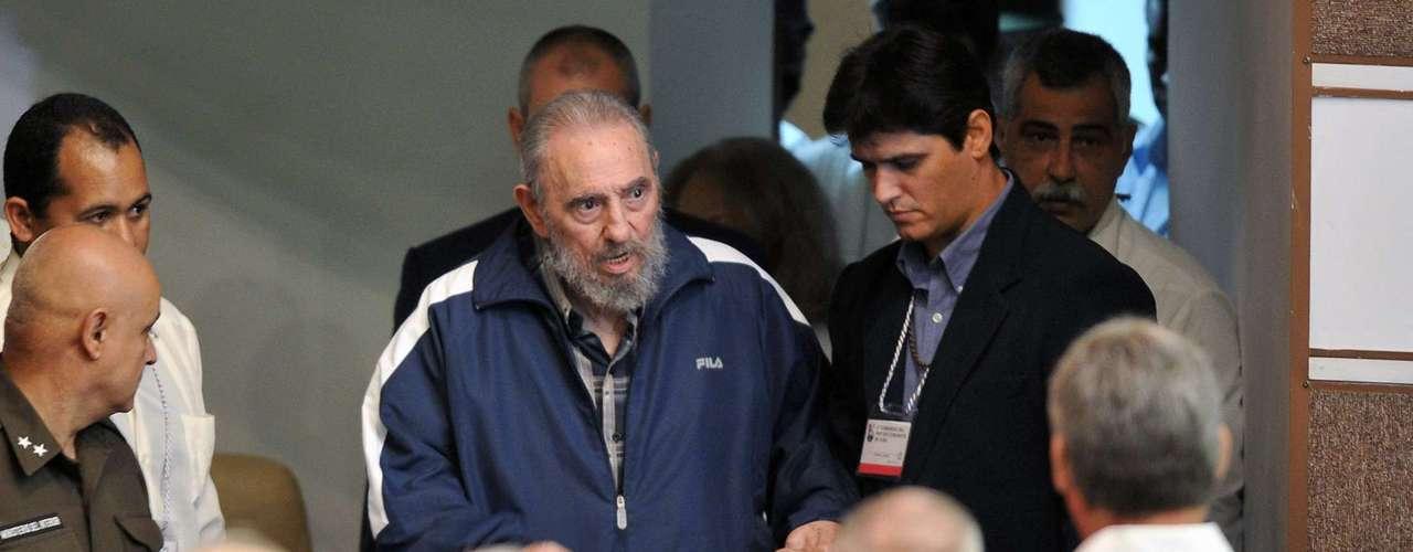 En el mensaje publicado este jueves por los principales periódicos de la Isla, el líder de la revolución cubana recuerda la apertura del Instituto de Ciencias Básicas \