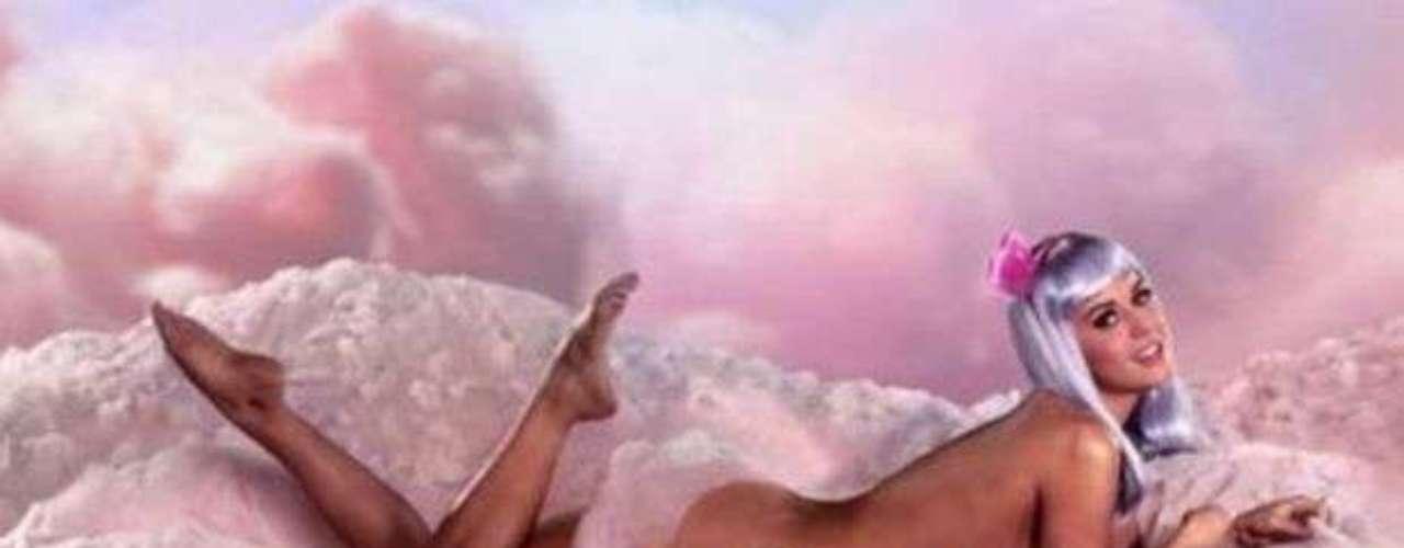Katy Perry, escogió usar solamente una peluca plateada en el video de la canción \