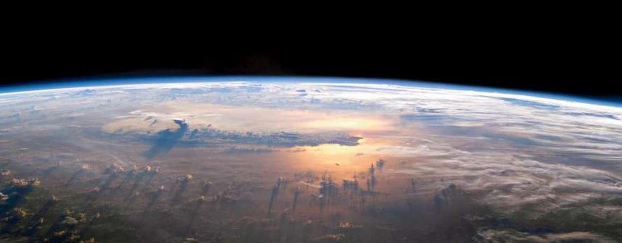 Las fotografías seleccionadas por Benson fueron tomadas, en su gran mayoría, por sondas no tripuladas de la NASA.