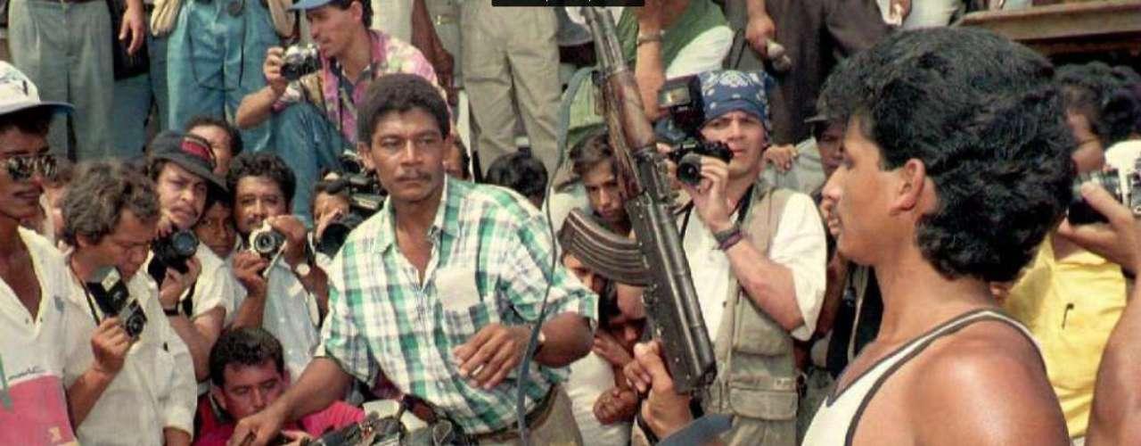 Aunque no se puede decir que no hubo ningún avance, pues en 1993, con el presidente Gaviria al mando, integrantes de la Corriente de Renovación Socialista, una disidencia del ELN, entregaron las armas y se reintegraron a la vida civil.
