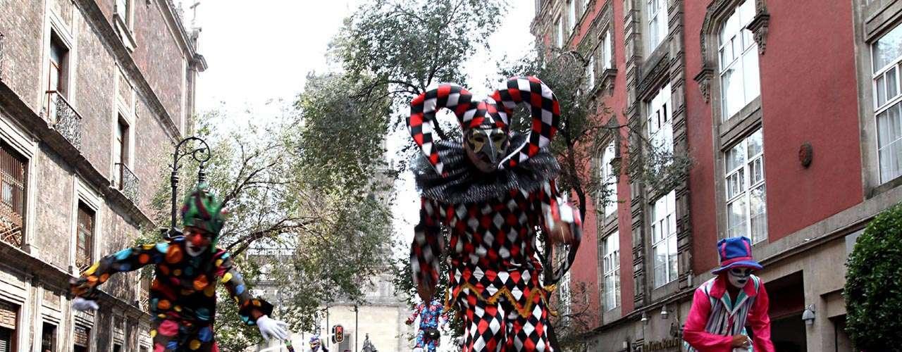 Los alebrijes aparecen siempre antes de los festejos que se hacen en el Distrito Federal sobre el tradicional Día de Muertos.