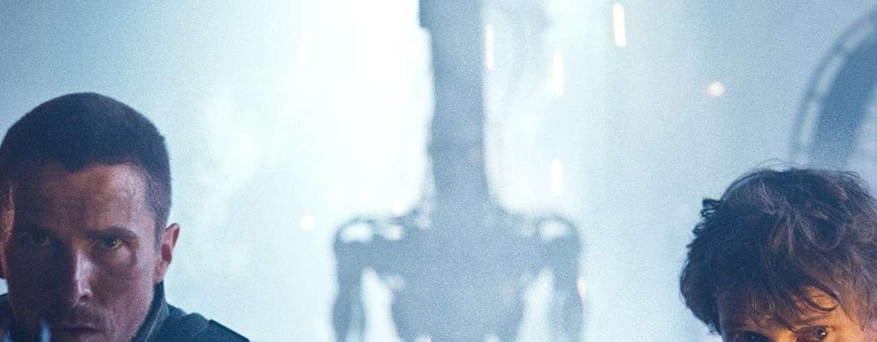 Las máquinas ya se han apoderado del planeta y ahora es turno de 'John Connor' para evitar que la Tierra caiga en manos de Skynet y sus huestes mecánicas. Sin embargo, a pesar de todos sus esfuerzos, una máquina se infiltra entre sus amigos más cercanos... ahora, ¿quién podrá ayudarnos?