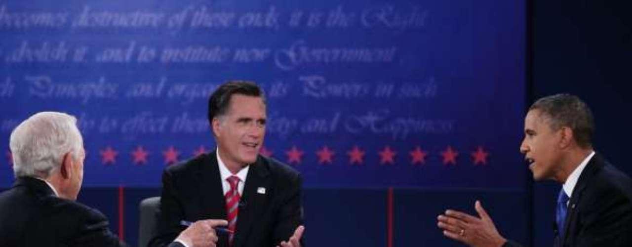 Discusión plena. Romney está convencido de que se debe aumentar el aparato militar norteamericano. Obama quiere imponer recortes al presupuesto militar.