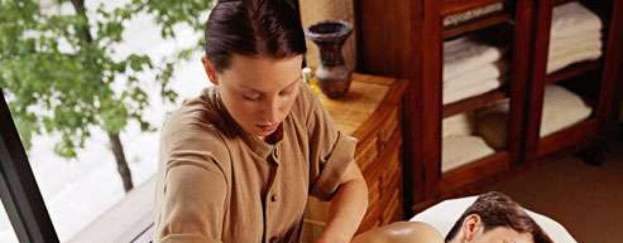 MASAJES:Los masajes son siempre bienvenidos, y durante el embarazo más aún. Las embarazadas pueden pedir masajes a domicilio o asistir a centros especializados en estas terapias. El costo puede ser de 80 dólares por hora y más.