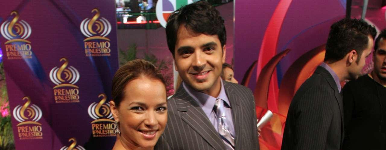 Adamari López y Luis Fonsi atravesaron juntos, como matrimonio el cáncer de seno que ella padeció. Sin embargo, terminaron su unión y quedaron oficialmente divorciados en noviembre de 2010.