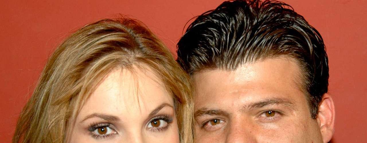 Ana Patricia Rojo y Andrés Puentes Jr. (hijo de Andrés Puentes, exesposo de Tatiana) se divorciaron en diciembre de 2007, apenas a dos años de su boda en 2005.