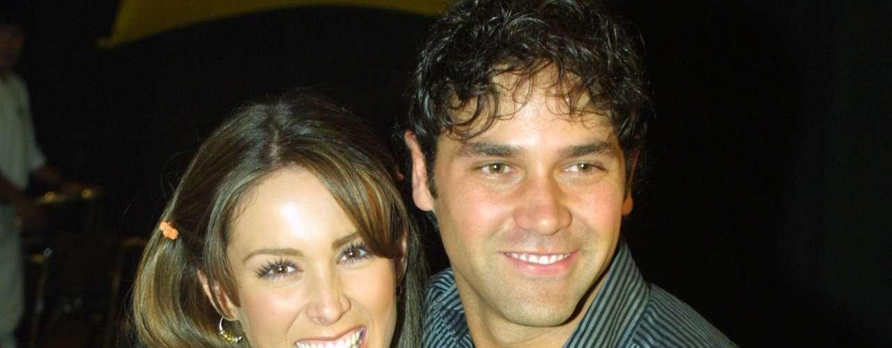 Jacqueline Bracamontes y Valentino Lanús anduvieron por años, pero hoy cada uno hace su vida por separado. Aquí, en 2005, cuando aún eran pareja.