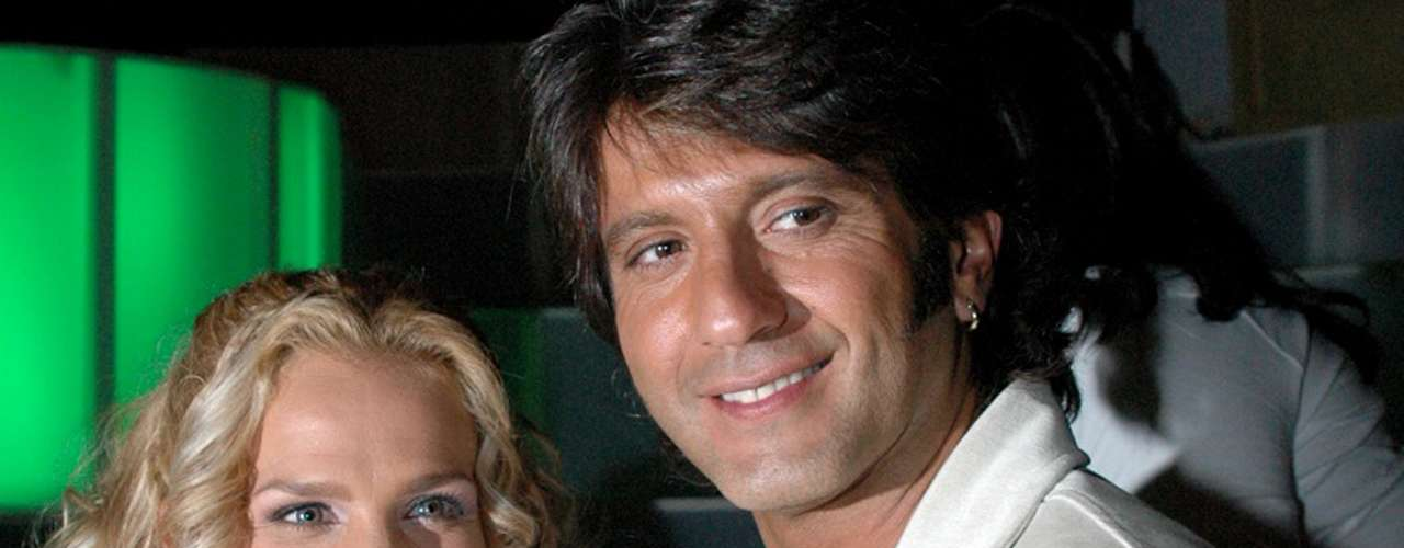 Niurka y Bobby Larios terminaron su relación en marzo de 2006, luego de poco menos de dos años de casados. Como siempre, la cubana armó un escándalo y se comió vivo al hombre que antes alababa y defendía.