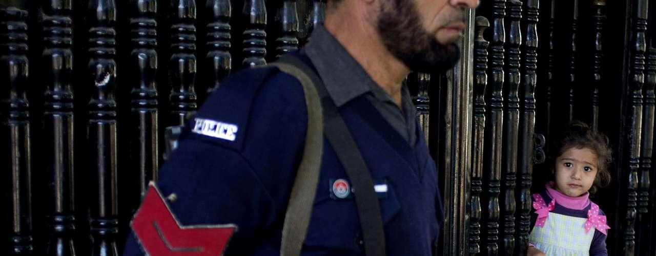 De acuerdo a reportes policiales, Ullah podría haber huído a Afganistán. Además se informó que en el 2009 fue arrestado por las fuerzas de seguridad durante una campaña militar contra los Talibán, pero fue liberado por falta de pruebas.