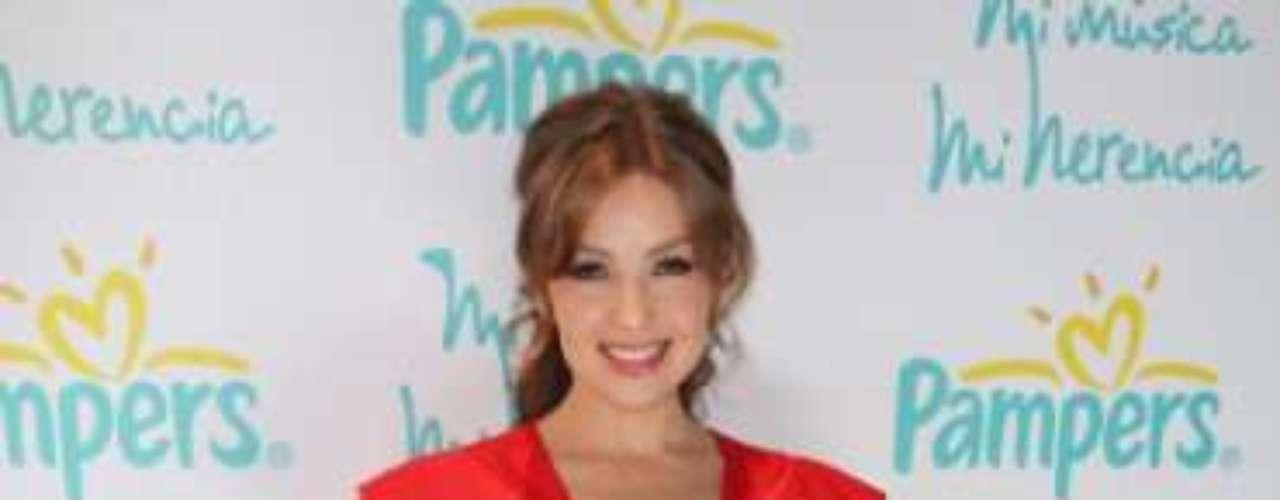 Elegante y seductora a la vez, Thalía realizó su entrada triunfal a la presentación de \