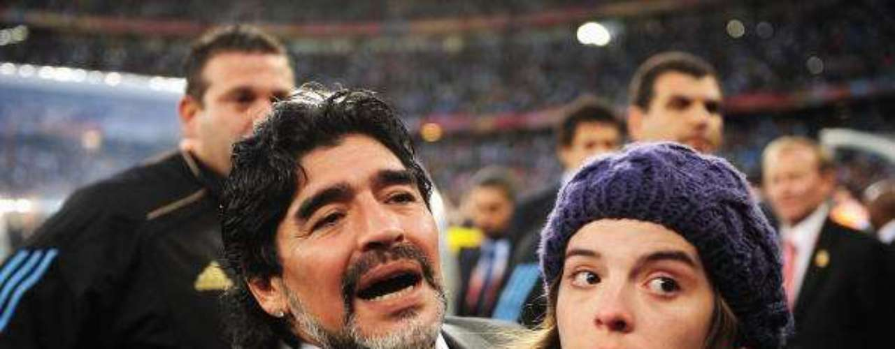 Dalma is the first one in the Maradona family that gets a college degree(2004).