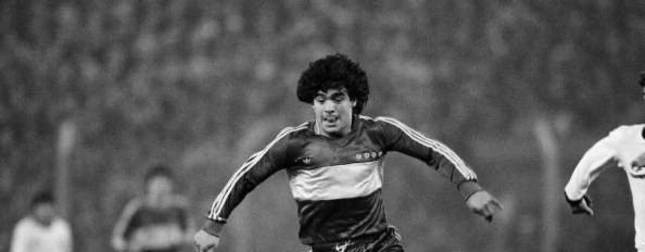 The goal I enjoyed the most in my life was with Boca Juniors, the one I scored to Pato Fillol, in 3-0 match in 1981(2001).