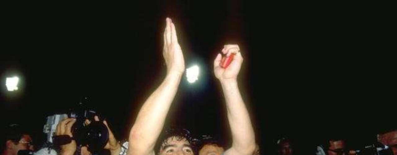 Los hinchas napolitanos me han amado todavía más que los argentinos. Fueron apasionados, incondicionales Pero después del Mundial de 1990 entendí que ya no tenía nada que hacer en ese país.