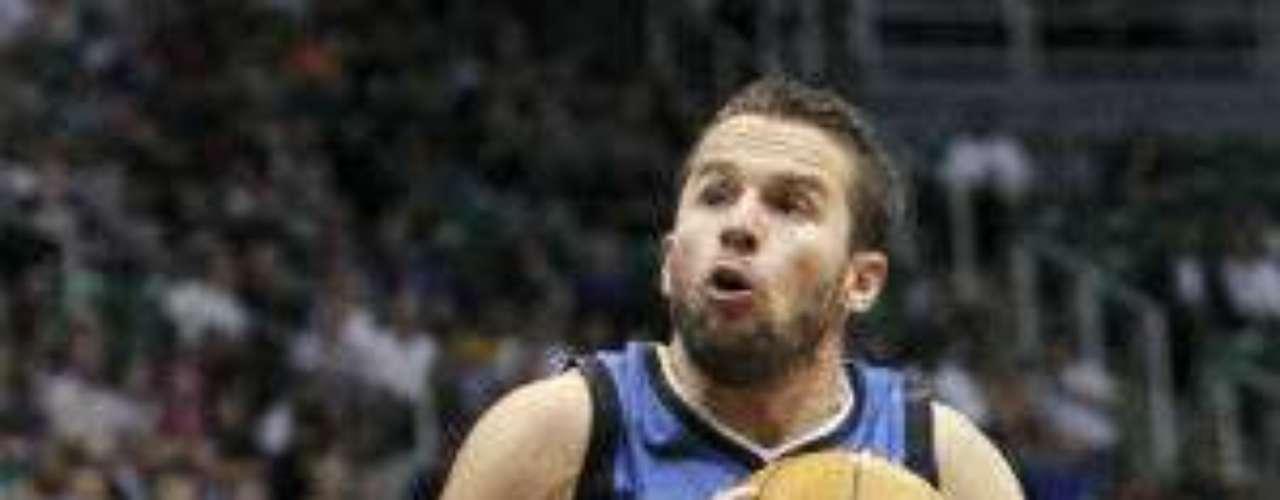 El puertorriqueño José Juan Barea, de Minnesota Timberwolves (azul), llega con 28 años a su séptima temporada en la NBA con el reto de llevar la dirección del juego en ausencia del español Ricky Rubio.