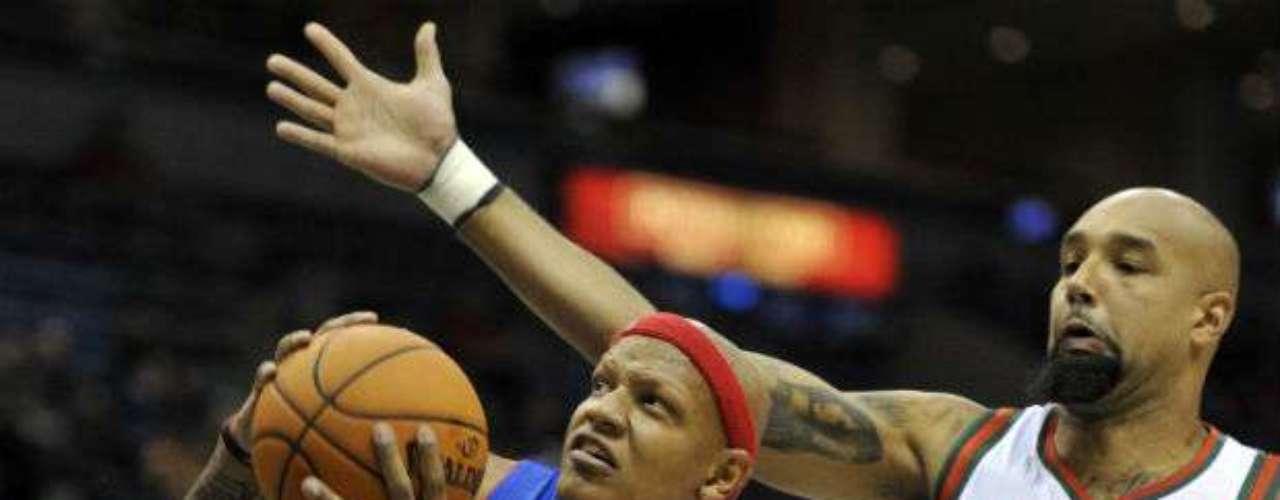 El pivote Charlie Villanueva (azul) es una incógnita en la nueva formación de Detroit. No obstante, el dominicano podría tener oportunidades ya que Pistons se vio debilitado en su cuadro.