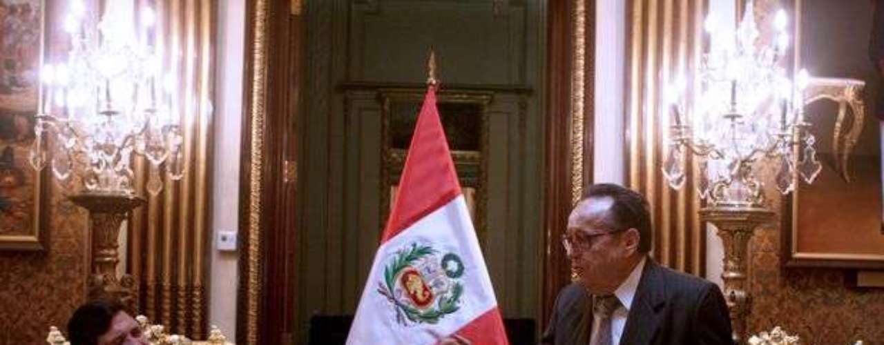 Una de las primeras veces en las que 'Chespirito' murió a manos de los tuiteros fue en agosto de 2010. Su hija Marcela Fernández rechazó el chisme y dijo que, aunque Gómez Bolaños había sido intervenido quirúrgicamente, se encontraba bien de salud.