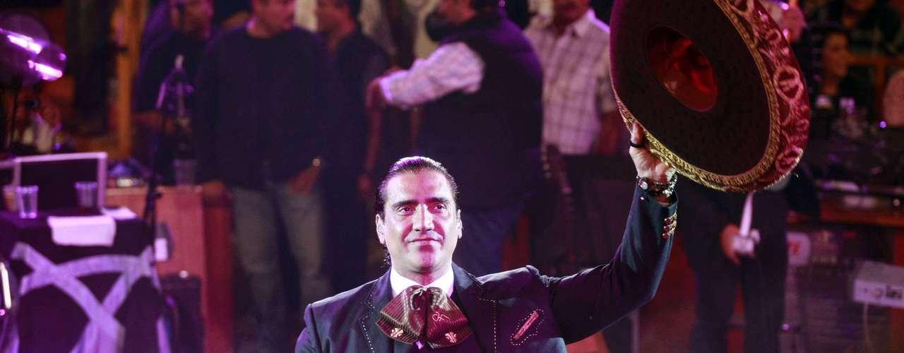 Alejandro Fernández, hizo babear a más de una, la lucir como todo un galán, en su presentación en el Palenque de las Fiestas de Octubre 2012, realizado en Guadalajara, México.NOTIMEX/FOTO/LUIS FERNANDO MORENO/FRE/ACE/