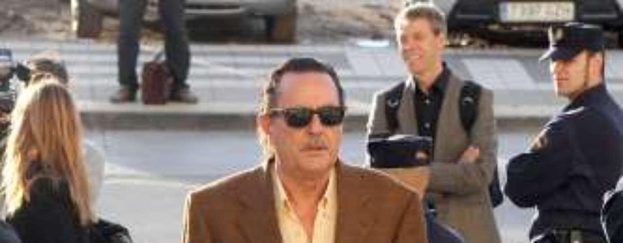 El inspector de la UDYCO ha contado ante el juez que encontró una carpeta con las iniciales JM, MZ, IP y 'Hotel Guadalpín'. Al parecer este fue la clave para comenzar a investigar a Julián Muñoz e Isabel Pantoja. Julián Muñoz a su llegada a la Ciudad de la Justicia de Málaga.
