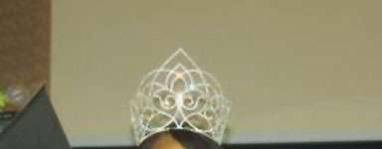 Por su parte, decepcionante resulta ser el caso de Miss Suazilandia, Ayanda Dube, de 22 años, quien fuera elegida a nivel nacional como la mujer más bella del pequeño país sin salida al mar ubicado al sur de África, pues los organizadores del certamen no le notificaron el viaje a Las Vegas. Al ser tan incierta la información en relación al tema, la chica de 1.75 metros de estatura indicó a los medios que \
