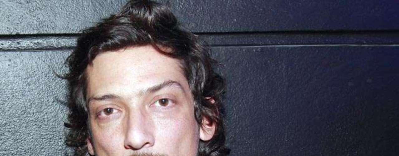 León Larregui, vocalista de Zoé, armó un numerito que se volvió escándalo, por querer escapar de las autoridades cuando iba en estado de ebriedad. El músico abandono su auto para no pasar por un alcoholímetro, pero fue interceptado por las autoridades y terminó en el 'Torito.