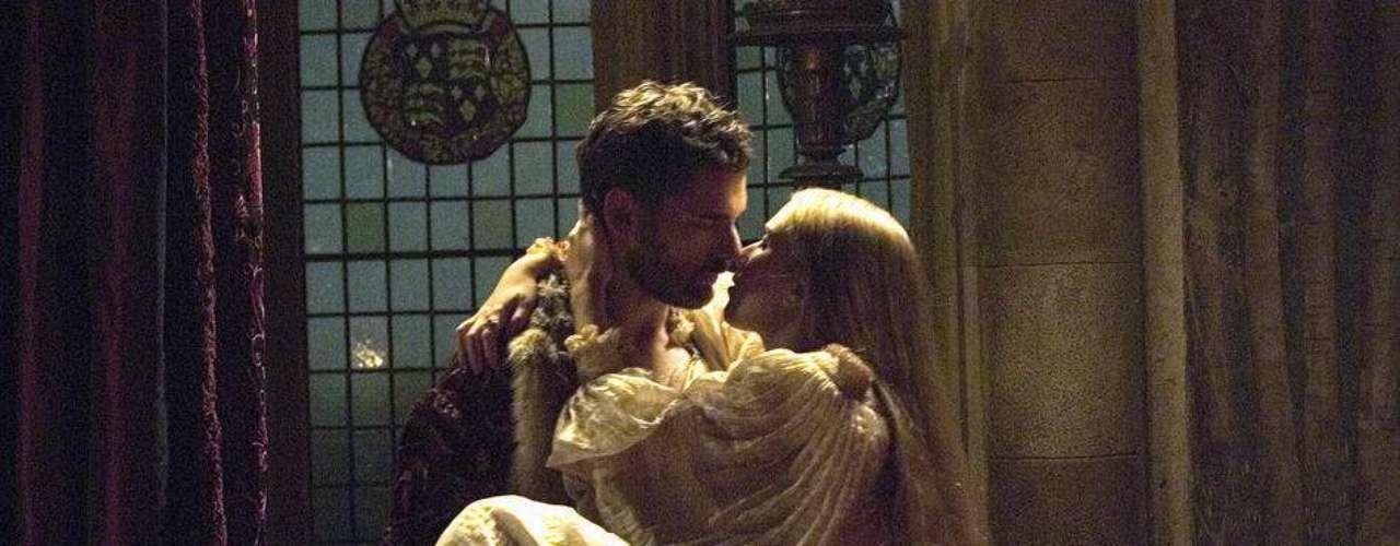 En The Other Boleyn Girl, Scarlett hace de las suyas con Eric Bana.