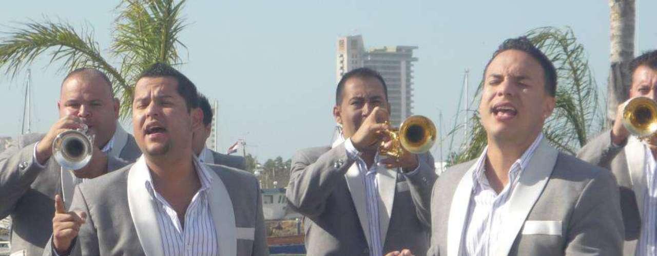 Mediante un comunicado de prensa, La Original Banda El Limón De Salvador Lizárraga, informó que su supremacía musical se hace presente, gracias a que su más reciente sencillo promocional titulado \