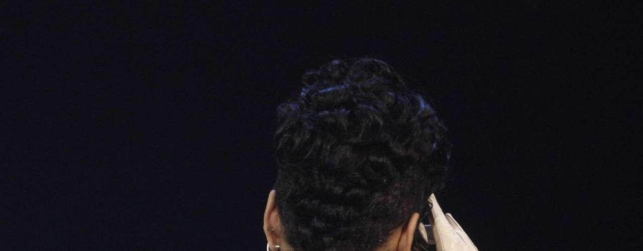 Rihanna cada vez que puede nos deja ver su figura y esta vez hasta le pudimos contar las estrellitas que tiene como tattoos.