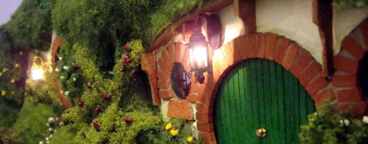 Al más puro estilo de El Señor de los Anillos, en España tienen un proyecto inspirado en la casa de Bilbo Baggins. Este trabajo creado por el Grupo de Supervivencia España se denomina Eco-Hobbit y está diseñado para subsitir durante tres años. En su interior caben de tres a cuatro personas y tiene un precio de 4 mil euros.
