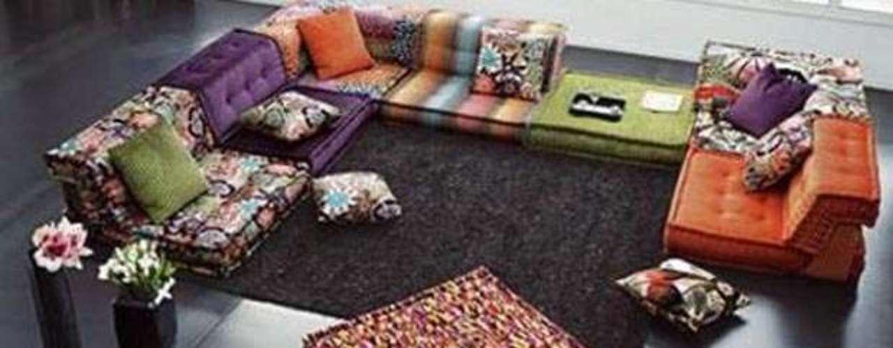 La tendencia Hippie se puso entonces de moda y actualmente este estilo se impone en la decoración de interiores por ser llamativo, alegre, único y extrovertido