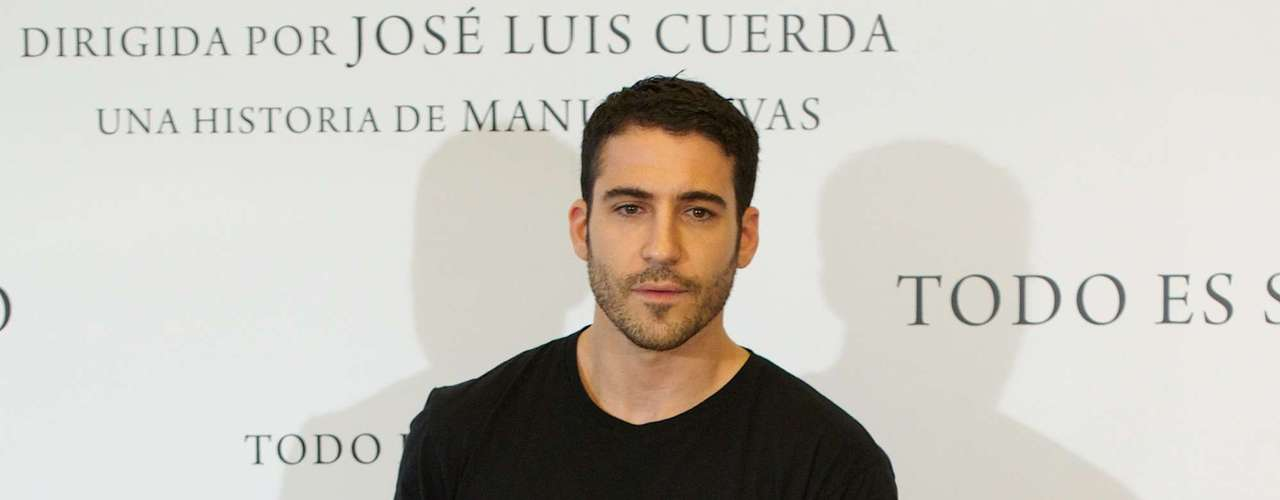 The Spanish actor opted for a casual look to the photo call with a black tee, washed out black denim and black shoes.