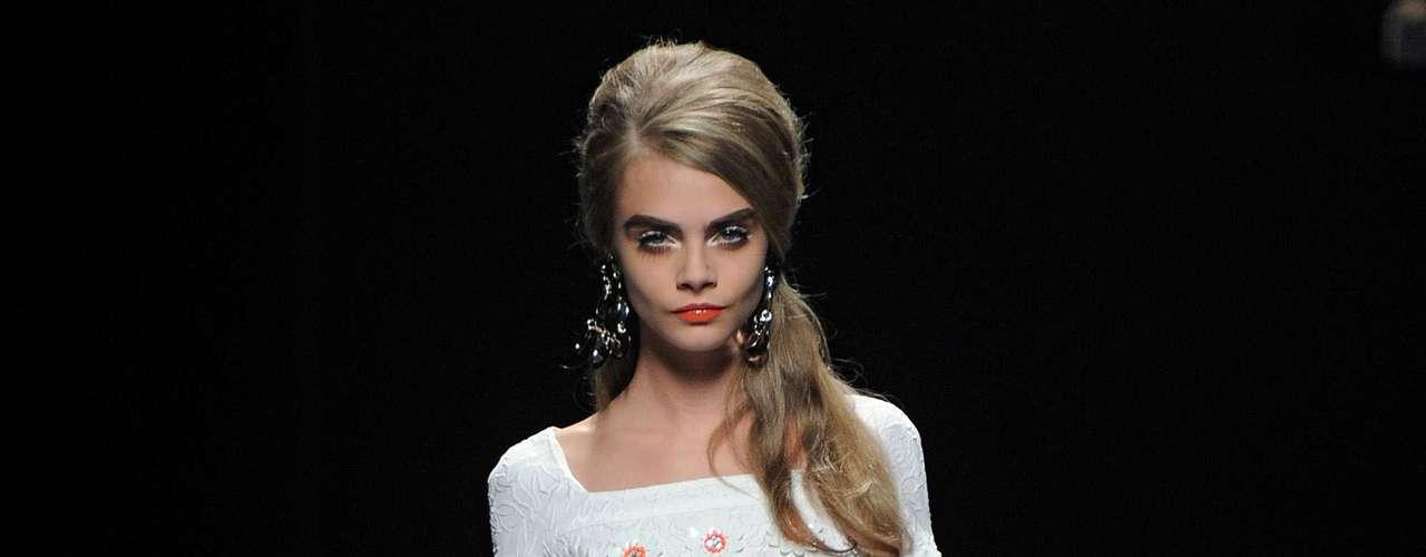 Cara Delevingne ha desfilado para las pasarelas de Shiatzy Chen, Jason Wu, Oscar de la Renta, Burberry, Dolce & Gabbana, Fendi, Stella McCartney y Chanel.