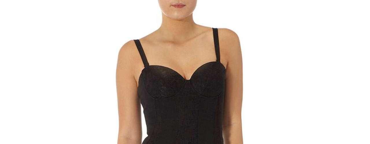 Vestido con el escote en forma de corazón en encaje negro a $ 89,00