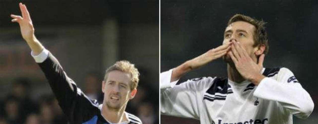 Uno de los jugadores más altos en el mundo, el inglés Peter Crouch, ha ido de aquí para allá. Debutó en el Tottenham. Ha jugado en el Dulwich Hamlet, IFK Hässleholm de Suecia, Queens Park Rangers, Portsmouth, Aston Villa, Norwich, Southampton, Liverpool para jugar actualmente con el Stoke City. Son 10 clubes en su carrera.