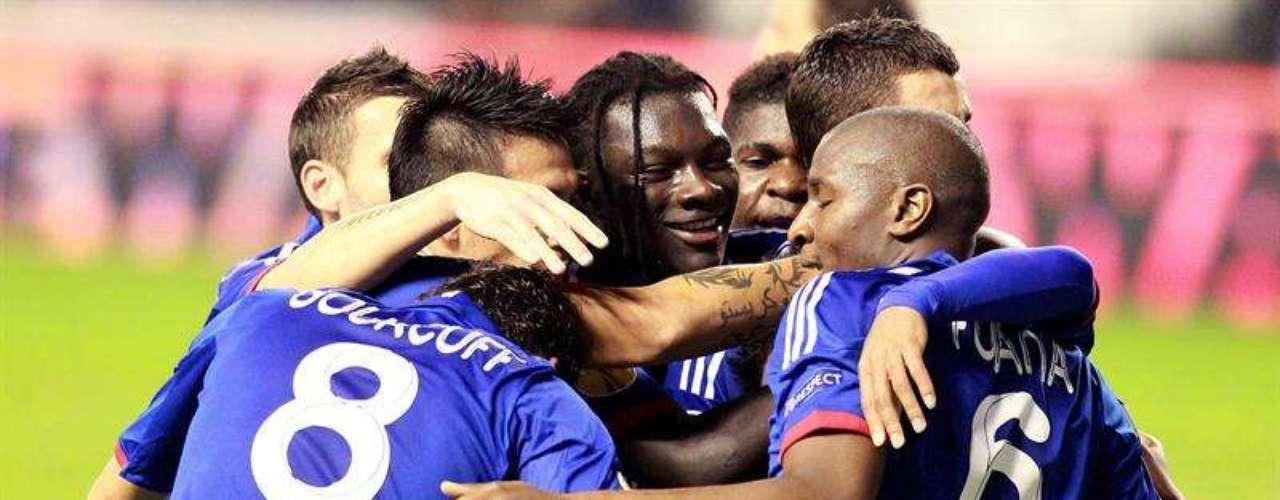 Lacazette, tras pase de Gomis, marcó el gol de la victoria para los franceses en el minuto 63 de juego.