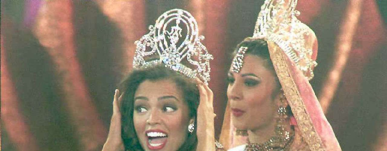 The following year, Sushmita gave up her crown to Miss USA, Chelsi Smith.