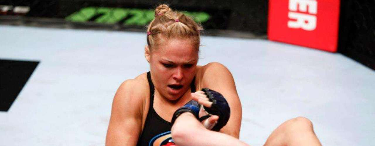 Rousey hizo su debut en las artes marciales mixtas como amateur el 6 de agosto de 2010, derrotando a su rival con una llave de brazo en tan sólo 23 segundos.