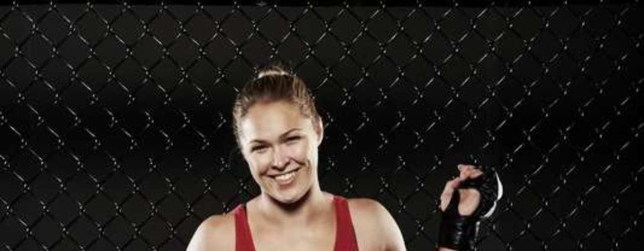 La guapa Ronda Rousey está dando que hablar en el torneo profesional Strikeforce, y hasta el momento tiene seis combates profesionales, seis victorias en el primer asalto y el mismo número de sumisiones por la vía de la llave de brazo.
