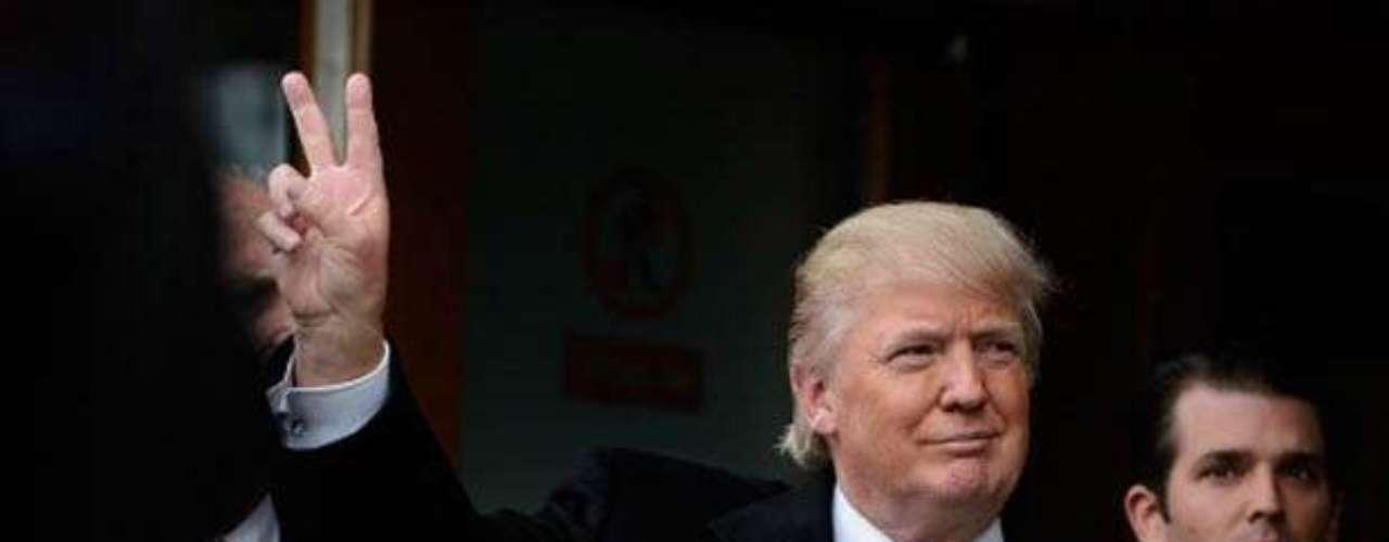 No es la primera vez que Trump choca contra Obama: en un momento estuvo cerca de presentarse como candidato presidencial y fue uno de los que más instó al presidente a mostrar su certificado de nacimiento para demostrar que había nacido en Estados Unidos.