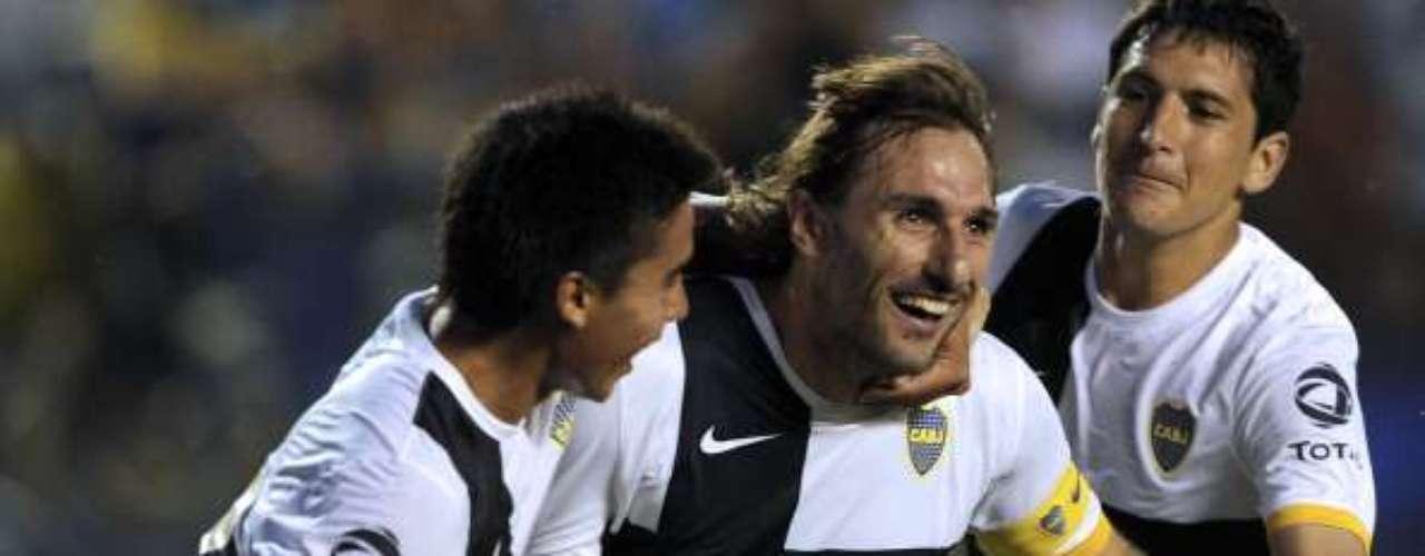 domingo 11 de noviembre - Boca Juniors necesita la victoria en su visita a Colón de Santa Fe, si quiere seguir peleando por el título