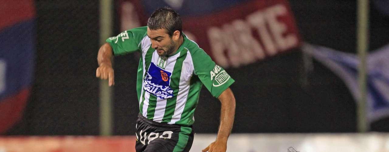 El delantero charrúa jugó con el Racing de Montevideo un año, pero nuevamente regresó al Nacional