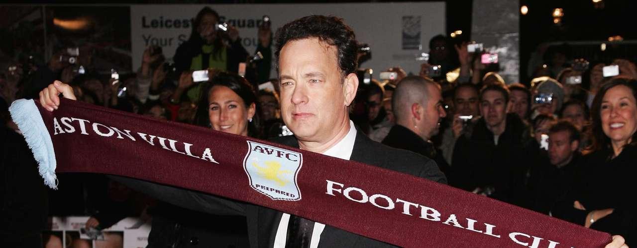 El dos veces ganador del Oscar, Tom Hanks, no ha ocultado su amor por el Aston Villa. Cuando viaja a Inglaterra, se da tiempo para acudir a sus juegos.