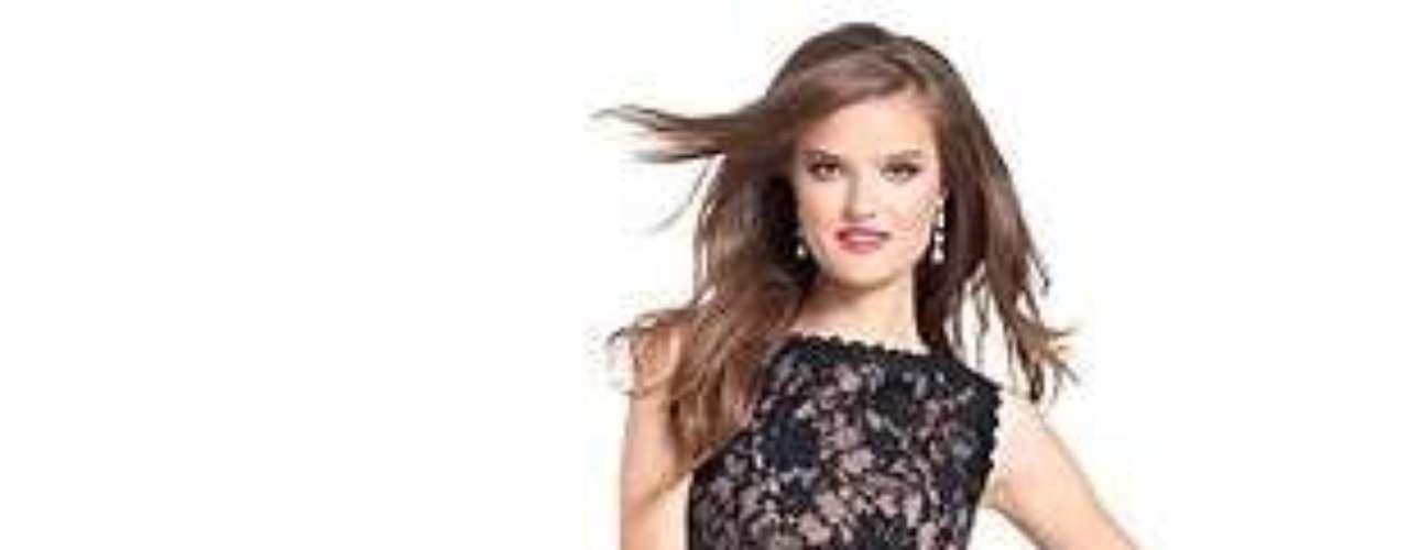 Glamour y sensualidad en un vestido ideal para la temporada de fiestas. 109 dólares en macys.com