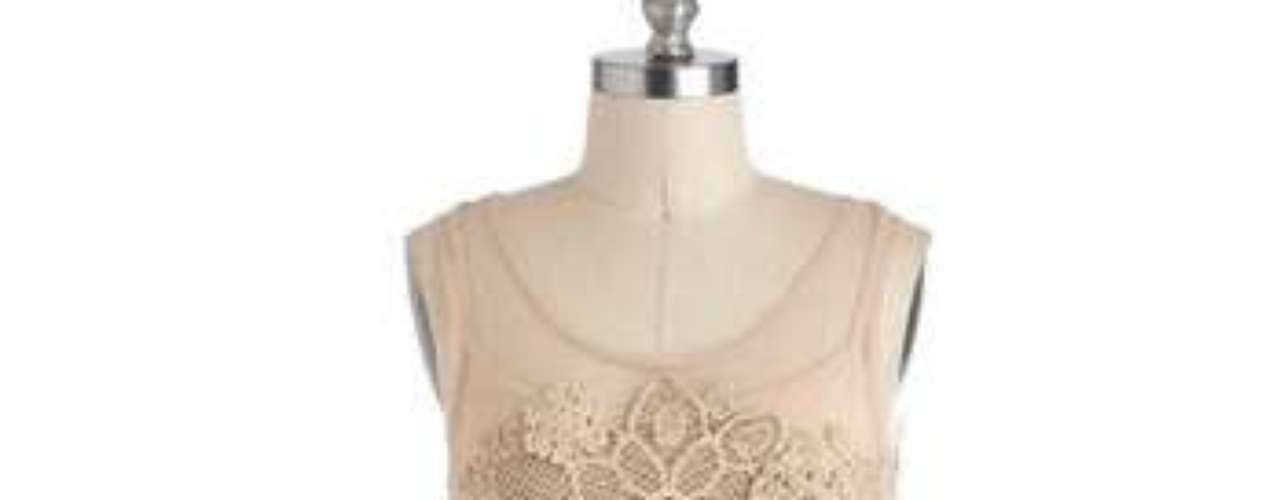 Las fiestas también pueden ser bohemias y románticas con este delicado vestido color rosa pálido. 75 dólares en modcloth.com.