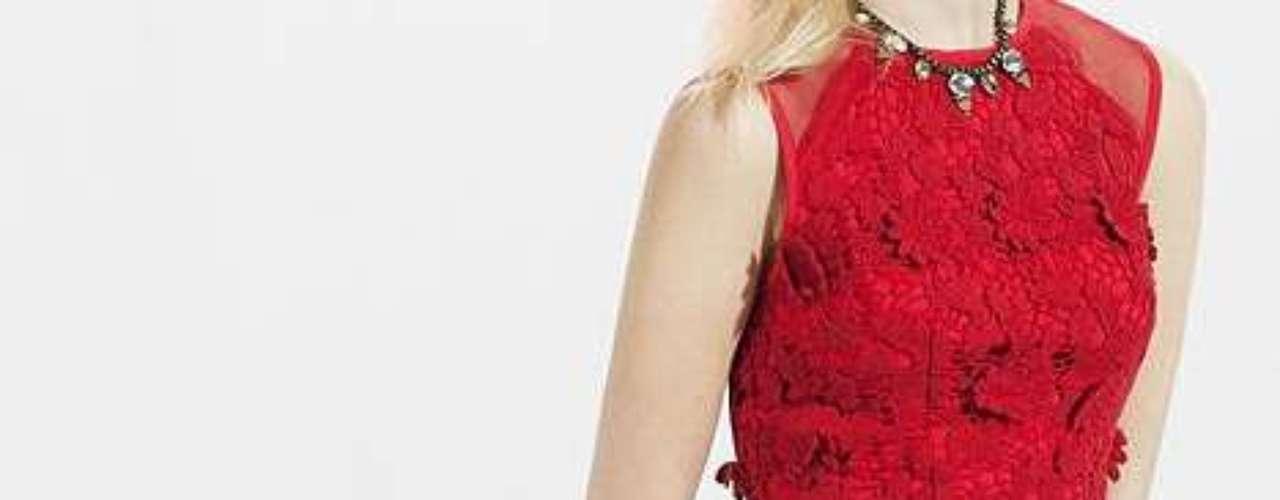 Un look para acertar siempre con este vestido rojo de Urban Outfitters por 99 dólares.
