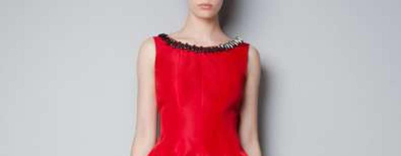 Para unas fiestas al rojo vivo. Vestido de zara.com por 99 dólares.
