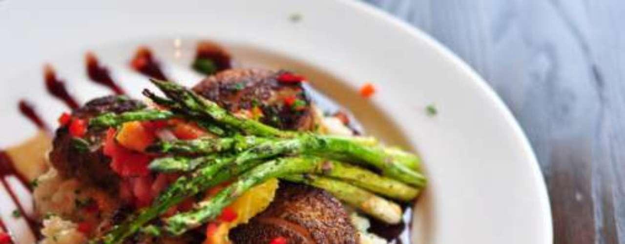 La Ciudad de México es una delas capitales con mayor oferta gastronómica en el mundo. Gastronomía nacional y extranjera abunda en cada rincón del DF para deleitar el paladar de los comensales más exigentes. Descubre qué restaurantes se destacaron durante este 2012.