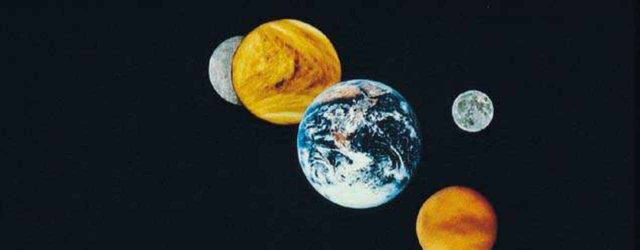 Las teorías sobre el fin del mundo siguen de boca en boca. Sin embargo, científicamente hay cosas que en definitiva tienen que descartarse. La primera se refiere al choque con el planeta Nibiru o Planeta X. No sucederá ningún choque con ningún planeta porque éste no existe, según la NASA. Un planeta así en nuestro sistema solar habría sido conocido desde hace mucho tiempo gracias a la observación directa por infrarrojos o por las perturbaciones gravitacionales en otros objetos. Además, a estas alturas, ya lo tendríamos encima y sería perfectamente visible a simple vista.