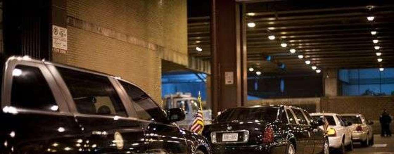 El 6 de noviembre pasado Barack Obama fue reelegido Presidente de los Estados Unidos de América. Era tiempo de celebrar y agradecer a sus seguidores después de una exhaustiva campaña electoral y una fuerte lucha con el republicano, Mitt Romney; tanto que el propio Obama quiso inmortalizar esa noche con una selección de imágenes que fueron publicadas en su página oficial. Conócelas a continuación. Aquí comenzaba su camino rumbo al festejo en Chicago.