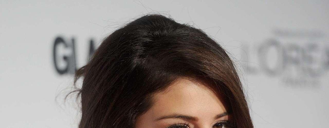 Oficialmente soltera, tras haberse conocido la noticia de la separación de Justin Bieber, Selena Gómez recibió el título que le otorgó la revista Glamour como \